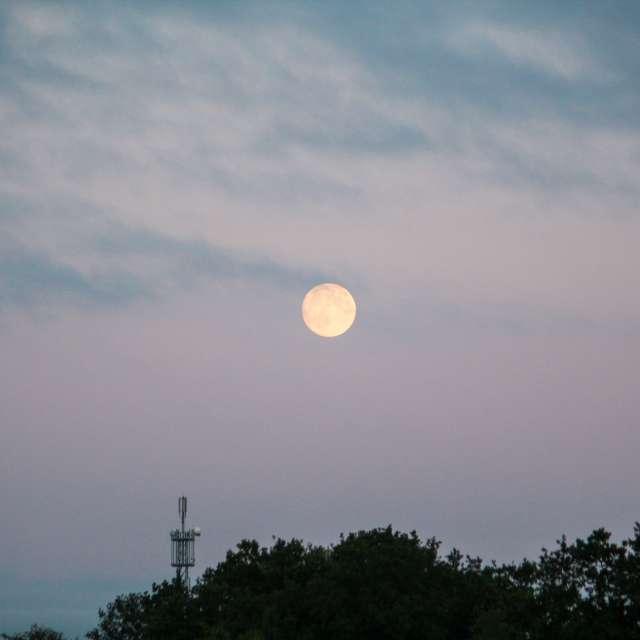 Heller Mond