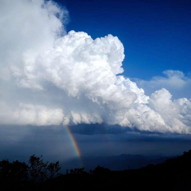 梅雨合間の天気、霧降高原からの虹