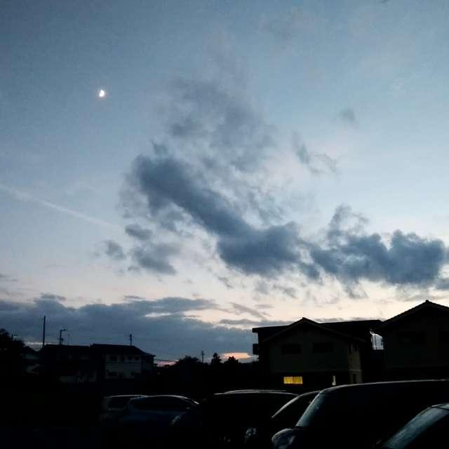 夕日と三日月