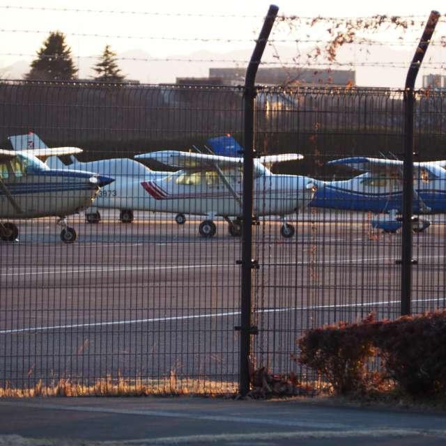 調布空港の3台の飛行機