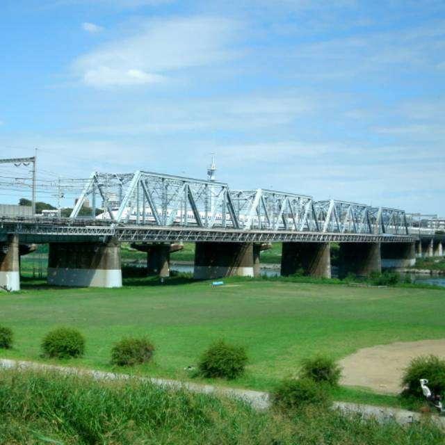 東海道新幹線が通過する多摩川橋梁