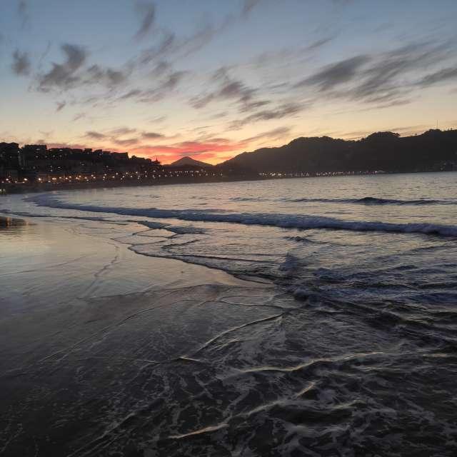 Playa ocaso invierno mar