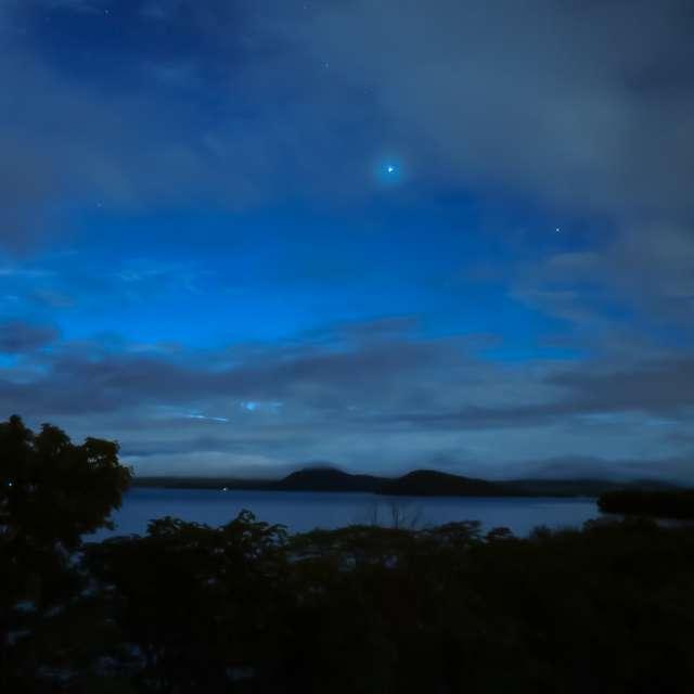 夜明け前の屈斜路湖