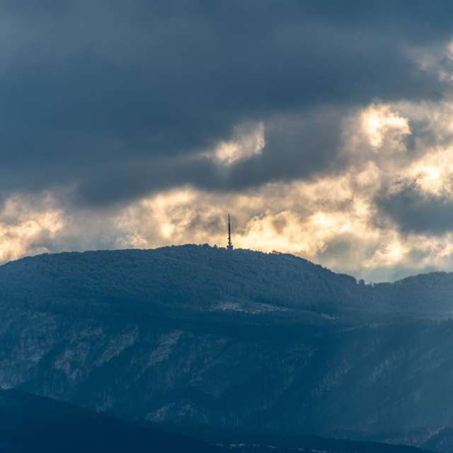 Trdinov vrh in clouds