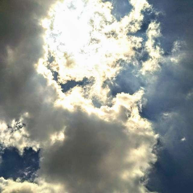 隠れる太陽