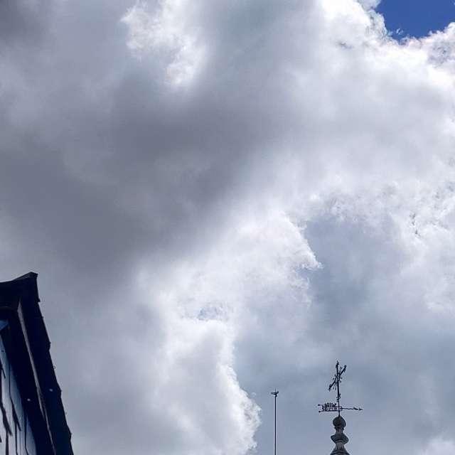 Veleta de la Encina toca nubes