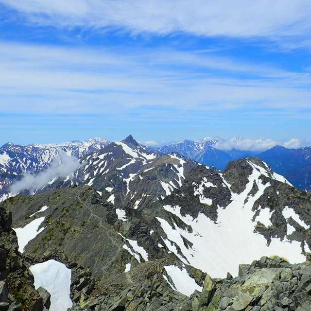 西穂高岳から槍ヶ岳を望む