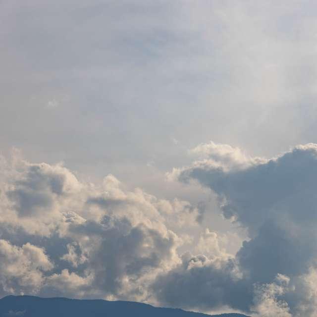 雲の竜が舞う