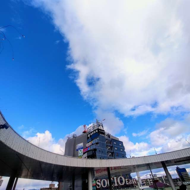 昼間のJR茨木駅