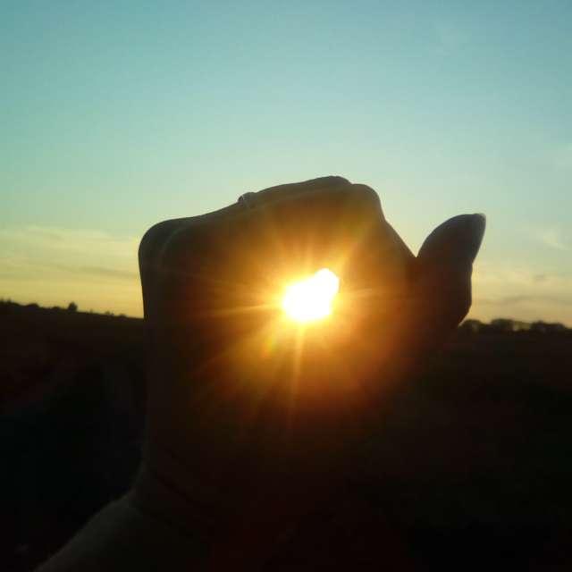 Солнце сквозь руку