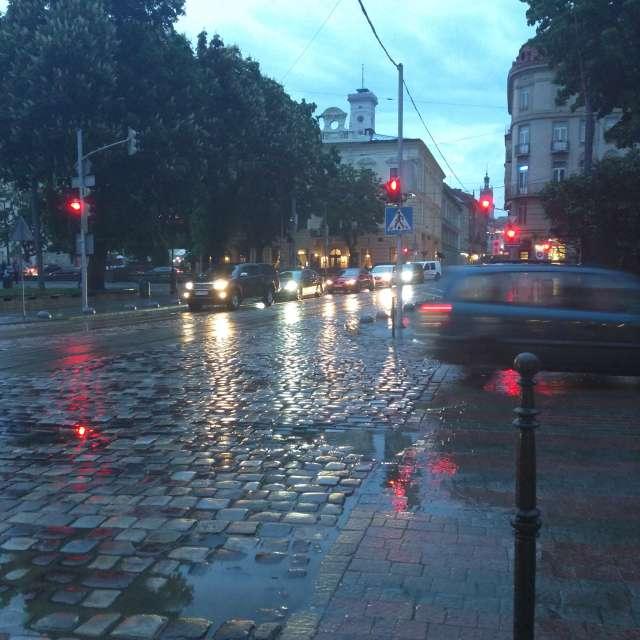 Дощить