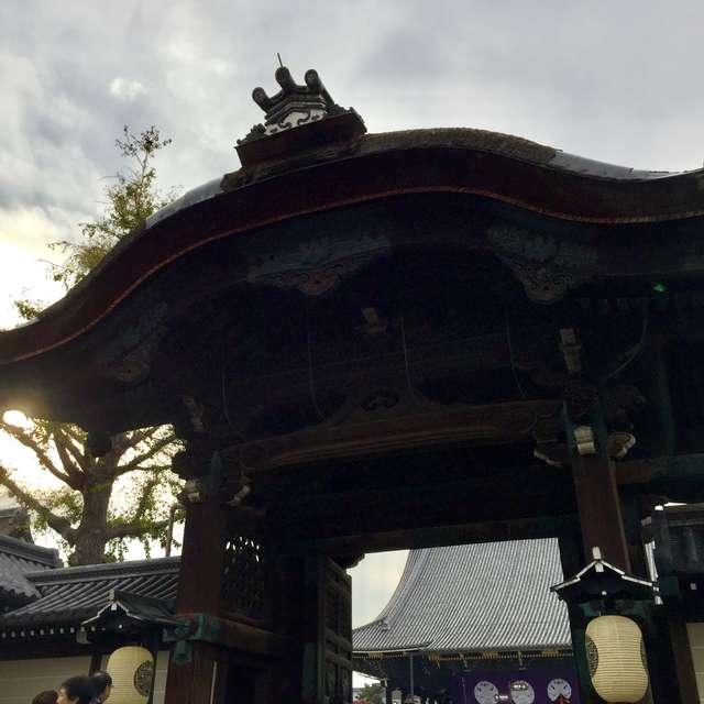 東本願寺の門