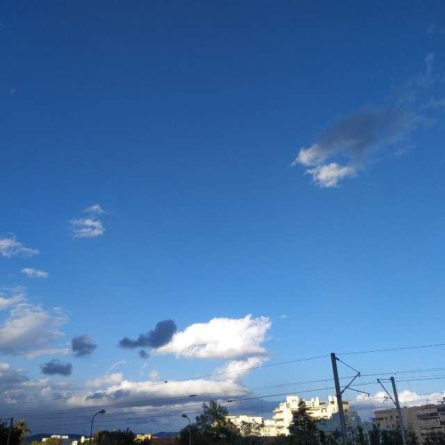 nuages ciel bleu soleil