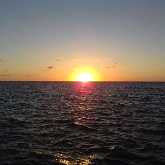 Un atardecer en el mar