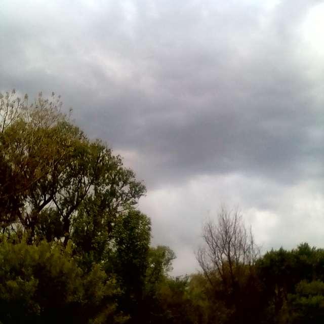 Запад , облака на встречу.