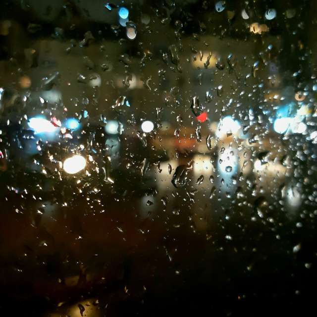 Дождливый вечер в городе.