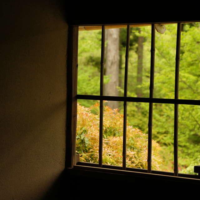格子窓の向こう