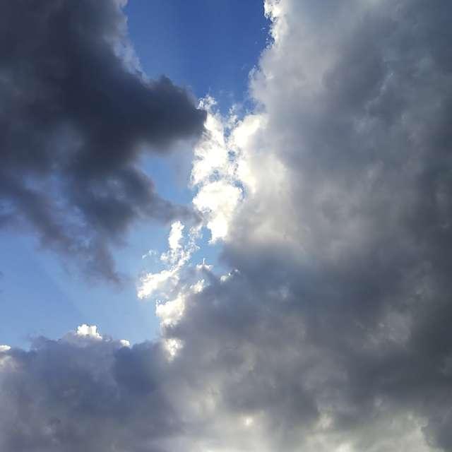 夕方から雷雨。