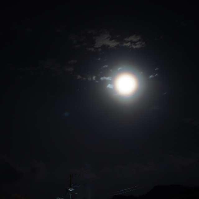 月輪のある夜