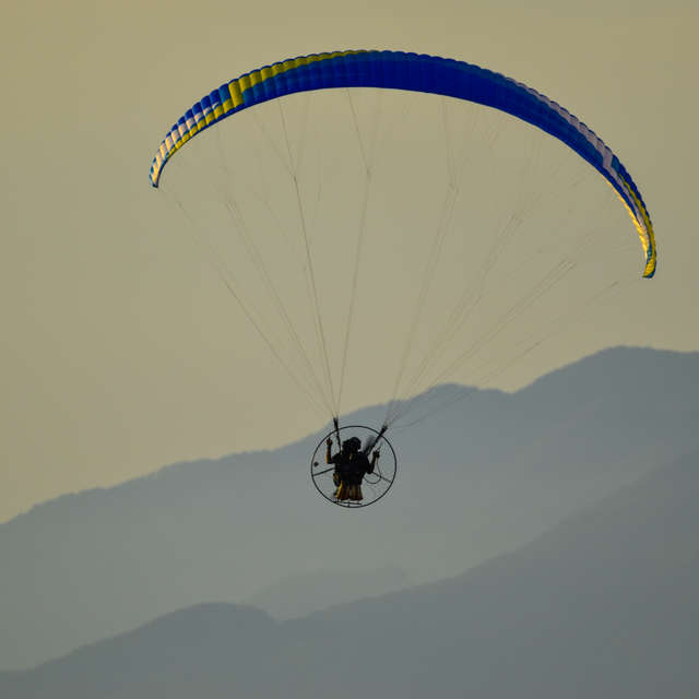 paraglider in Tuscany