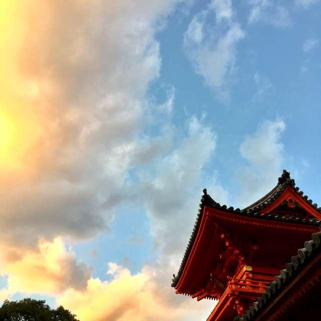 夕焼けと伊佐爾波神社