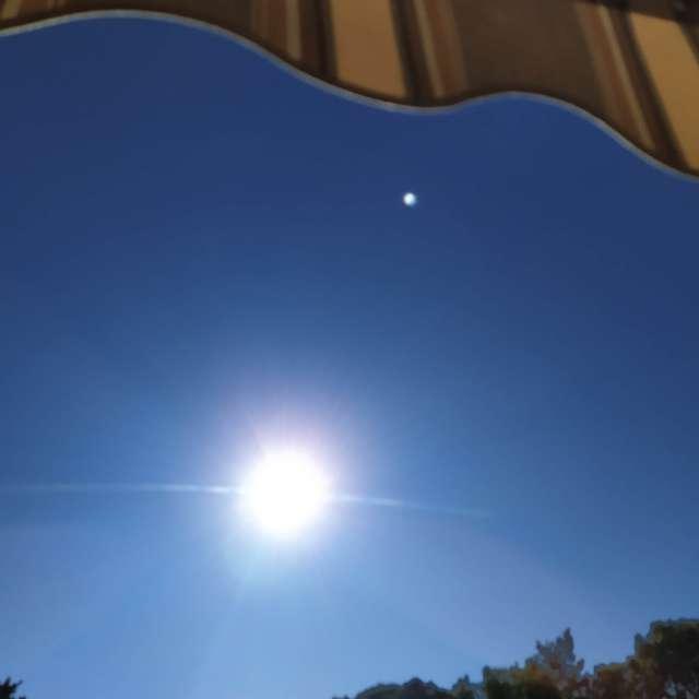 Soleil radieux ciel bleu