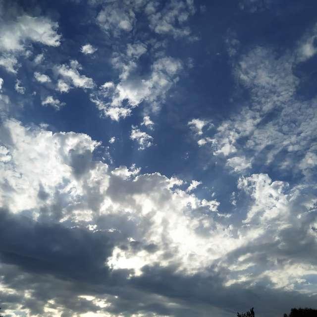 Matin ciel nuageux
