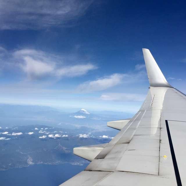 翼越しの富士山