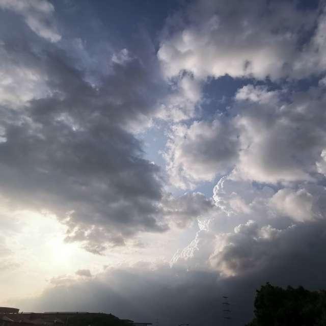 梅雨の前の入道雲