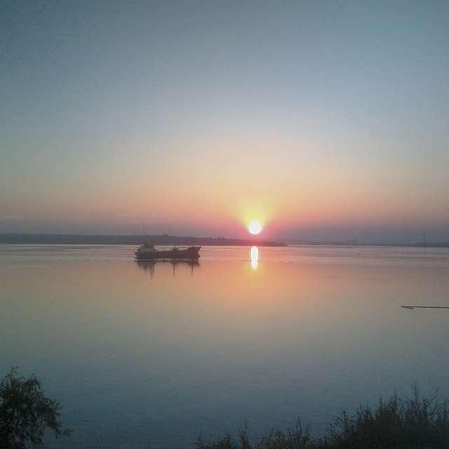 Закат солнца на реке Южный Буг
