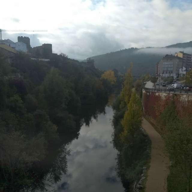Ladera Castillo Temple río Sil
