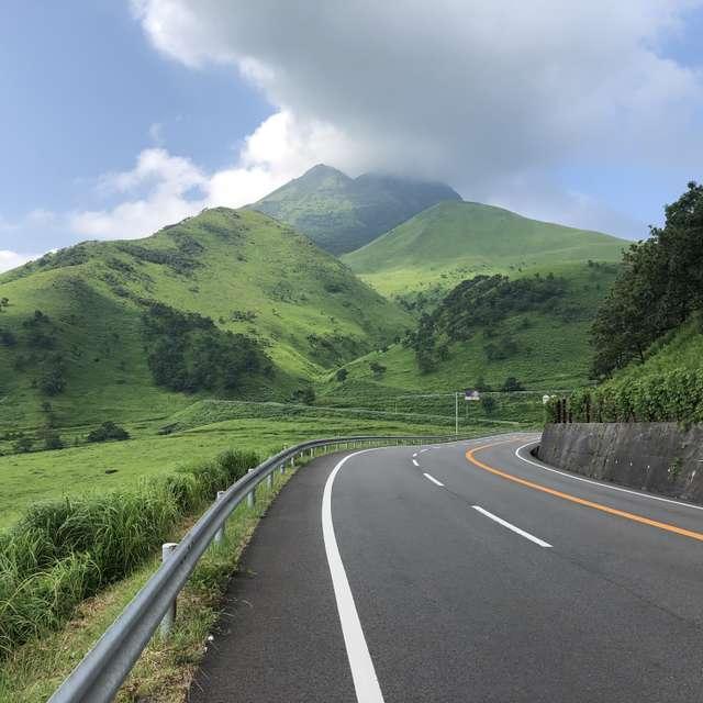 福岡から大分の別府温泉へドライブ中、阿蘇の付近で。