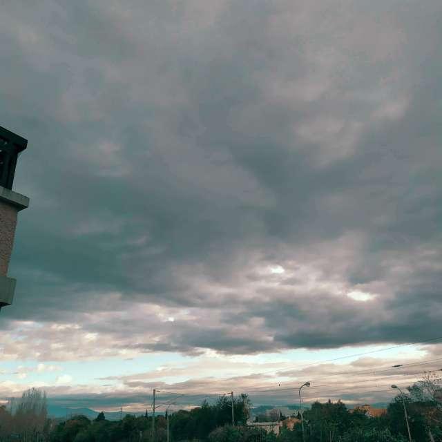 Nuageux ciel couvert