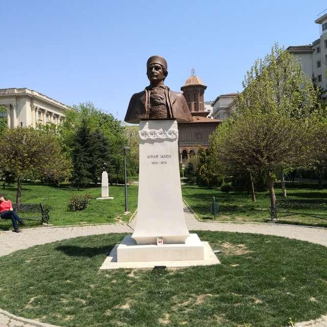 Avram Iancu statue