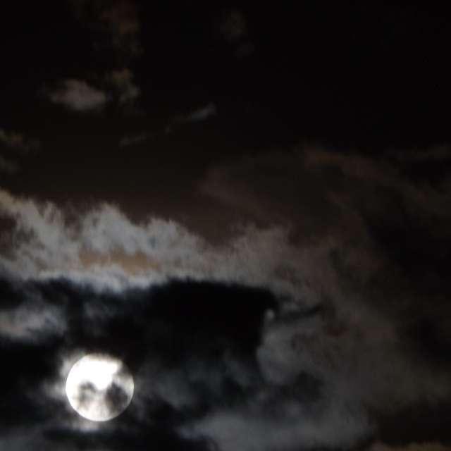 Lua Encoberta