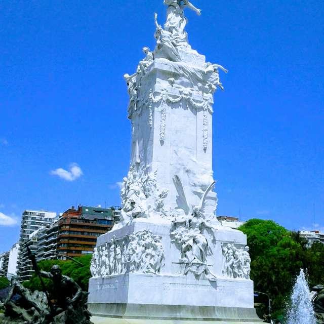 Monumento a los Españoles
