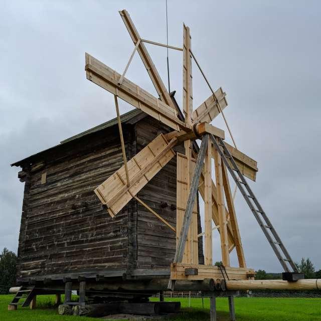 Kizhi windmill