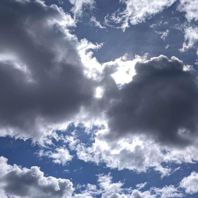 Облачно...