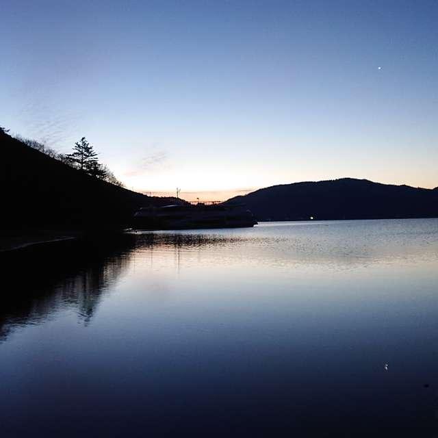 中禅寺湖の夜明け