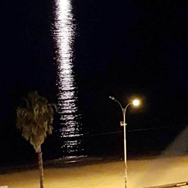 La luna y la rambla