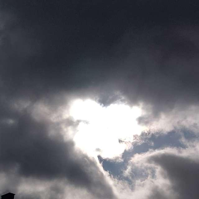 Nubarrones amenazan lluvia.
