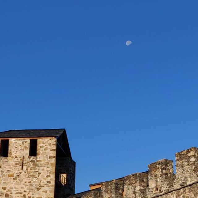 Luna visible ya amanecido.