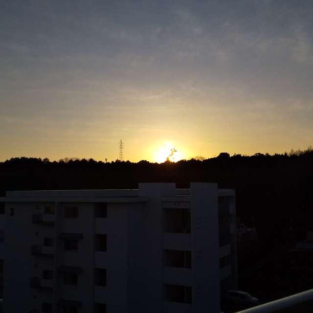 西空に沈み行く夕陽ーー