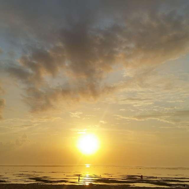 バリの朝日