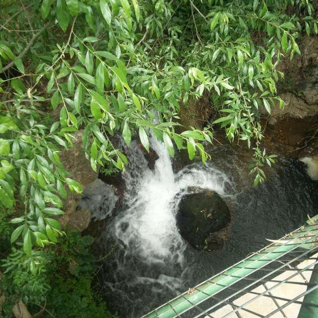Ручей в горах холодная вода.