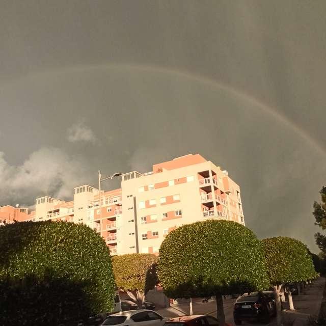 Regenboog bij Onweer