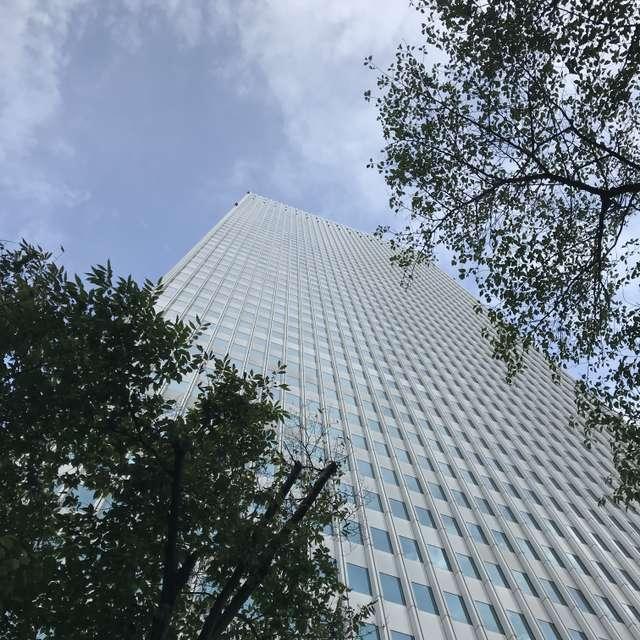 東京の空とビル