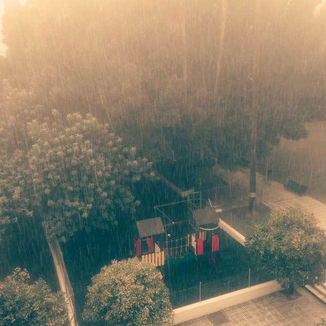 Muy lluvioso.