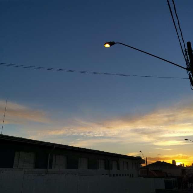 街中から見る日の入、朝焼け
