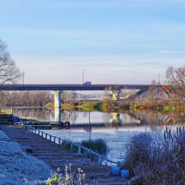 Мост, река, иней